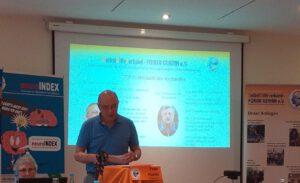 Herr Wellmann als Wahlleiter.